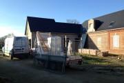Façade fenêtres PVC en cours de travaux