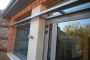 menuiserie aluminium avec bandeau décoratif