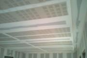 Platrerie d'un plafond de bureaux
