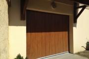 Porte de garage sectionnelle à déplacement latéral aspect bois