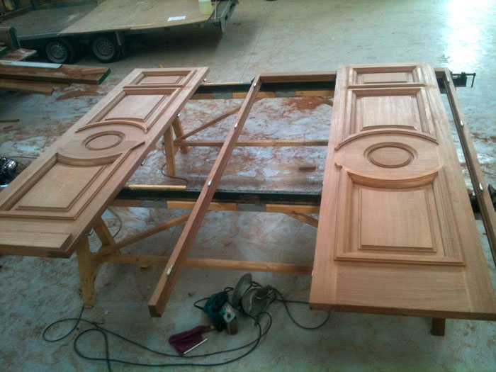 Porte en bois syst menuiserie for Fabrication fenetre